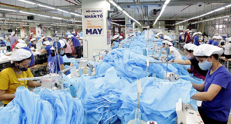 Cơ sở sản xuất bộ đồ phòng dịch